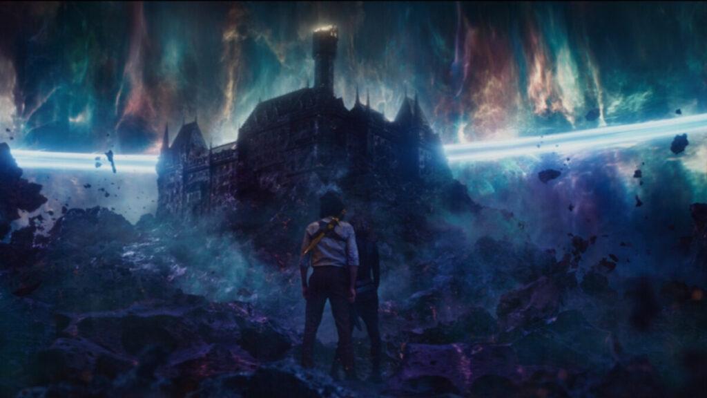 Loki und Sylvie vor dem Schloss